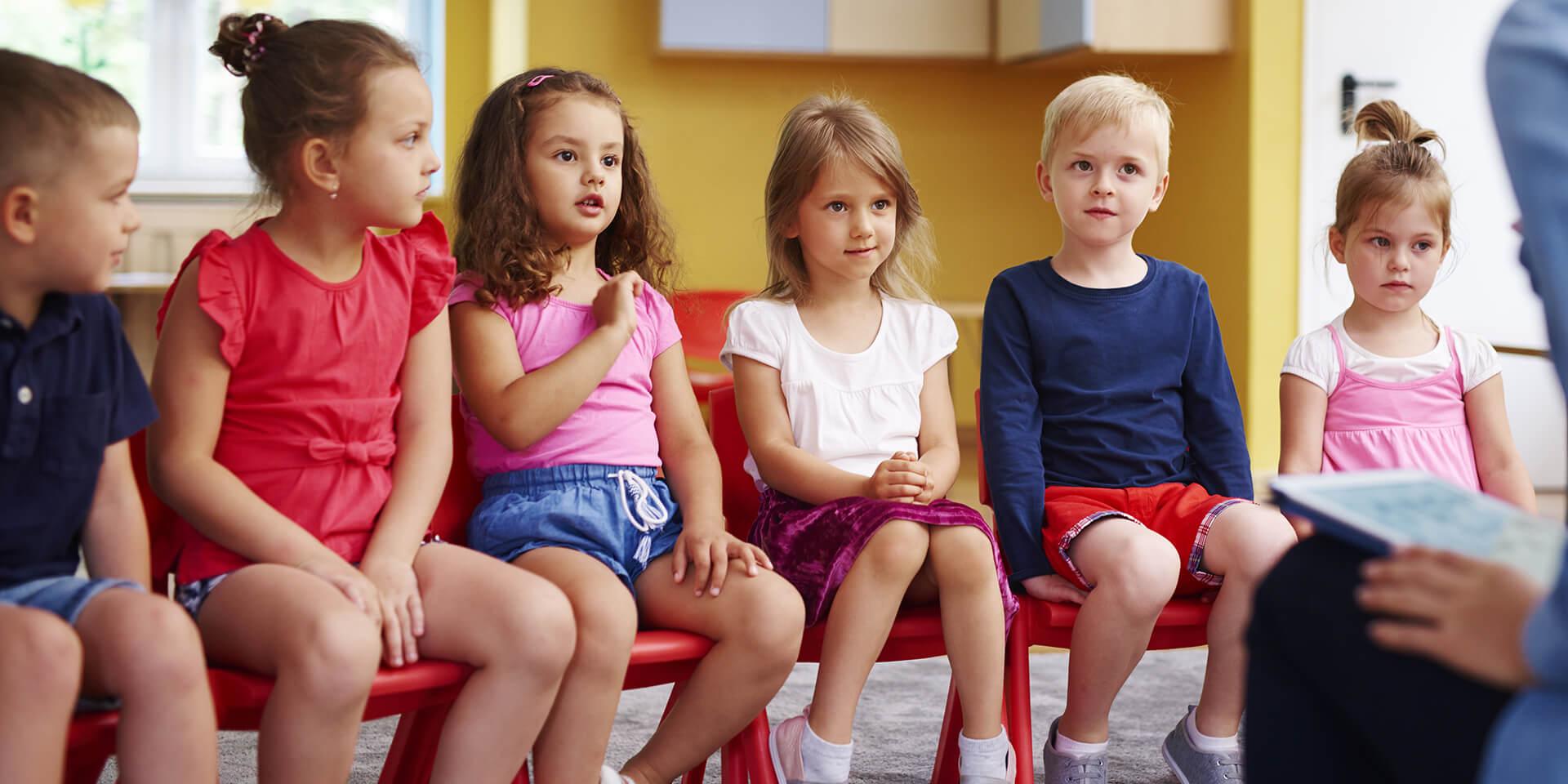 Kinder in einem Kindergarten